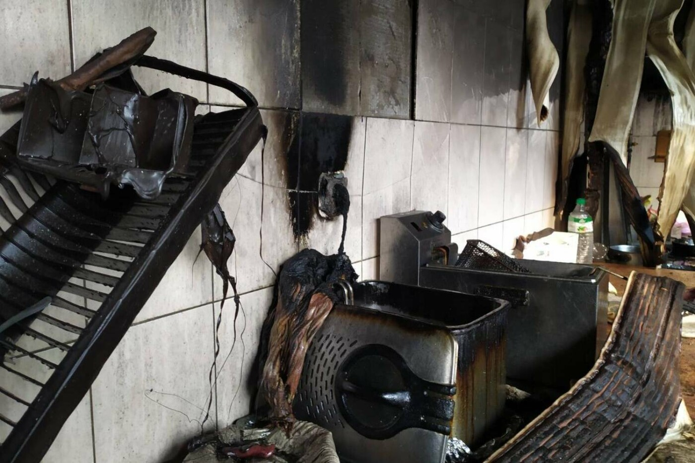 В селе под Харьковом горело кафе. Пострадала одна из сотрудниц, - ФОТО, фото-1