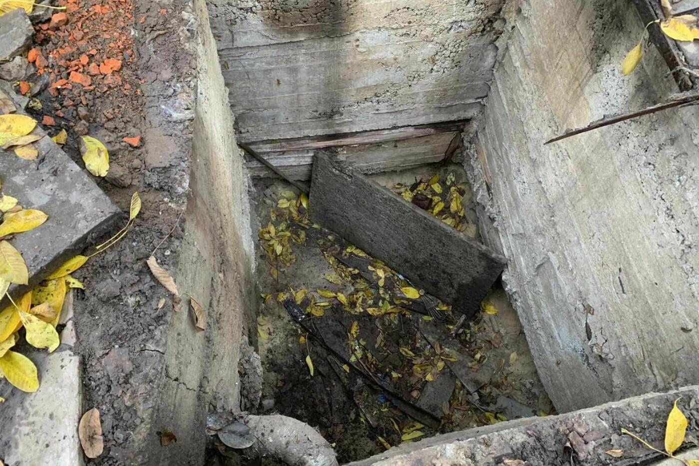 Ноги зажало обломками плиты: в Харькове пенсионерка упала в бетонную яму, - ФОТО, фото-2