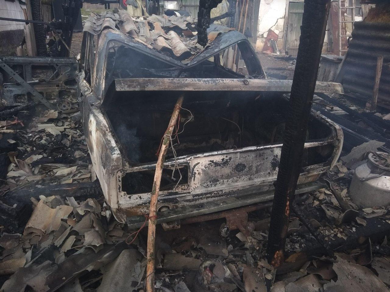 На Харьковщине из-за короткого замыкания полностью сгорел гараж вместе с автомобилем, - ФОТО, фото-3