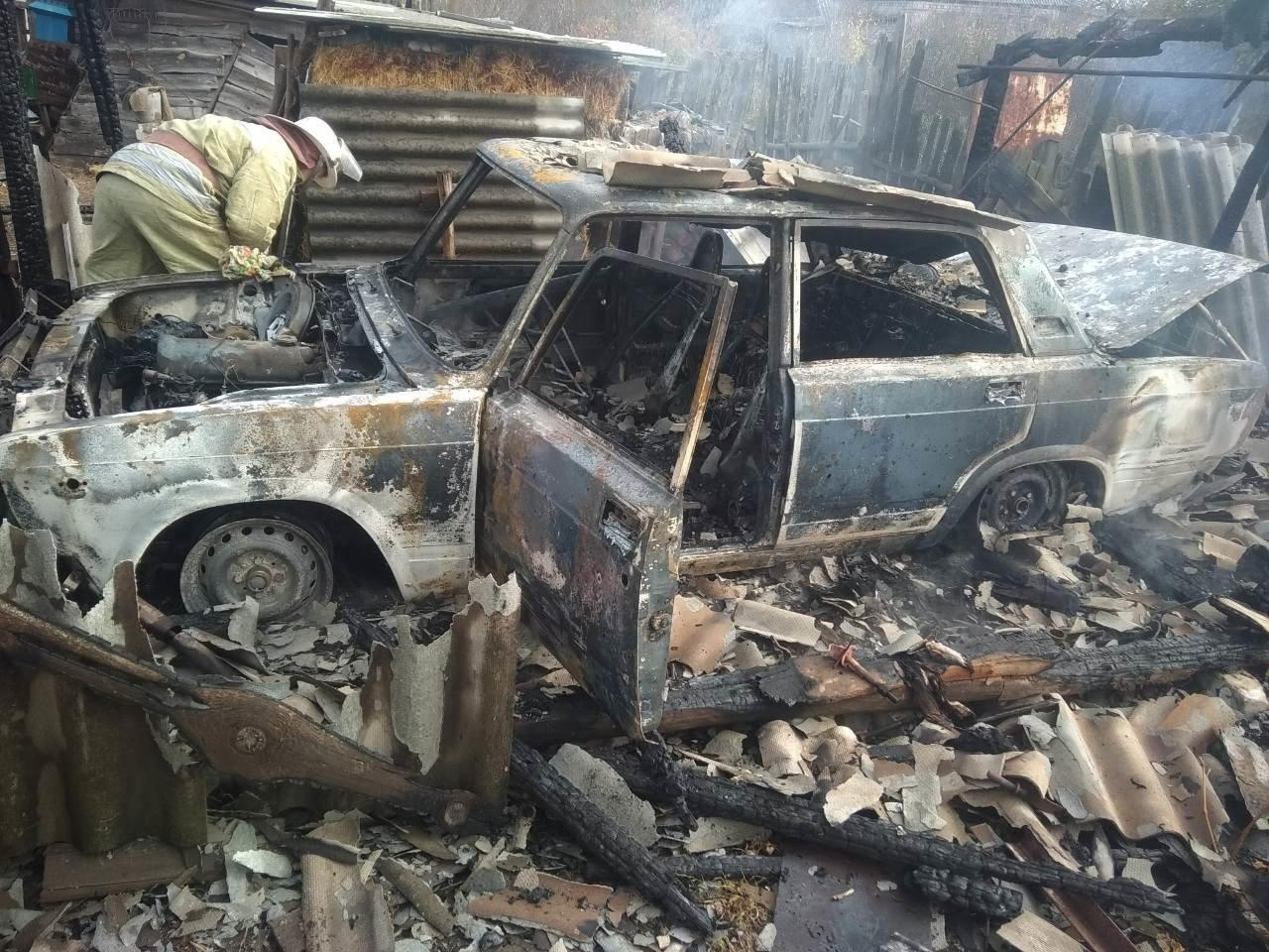 На Харьковщине из-за короткого замыкания полностью сгорел гараж вместе с автомобилем, - ФОТО, фото-2