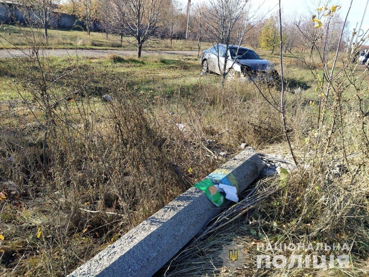 Под Харьковом пьяный водитель легкового авто «снес» столб и сбежал с места аварии, - ФОТО, фото-1