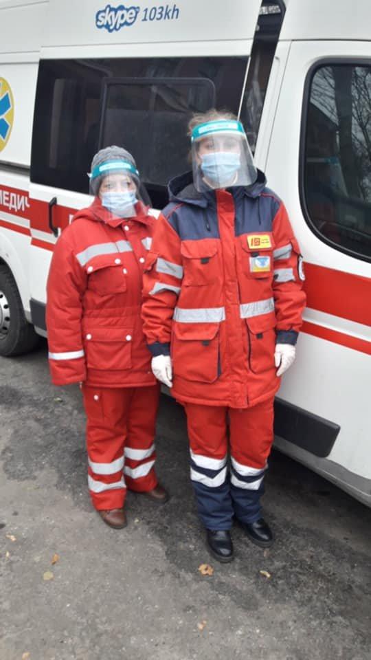 """Фото: Фельдшер и санитарка """"скорой"""", принявшие роды"""