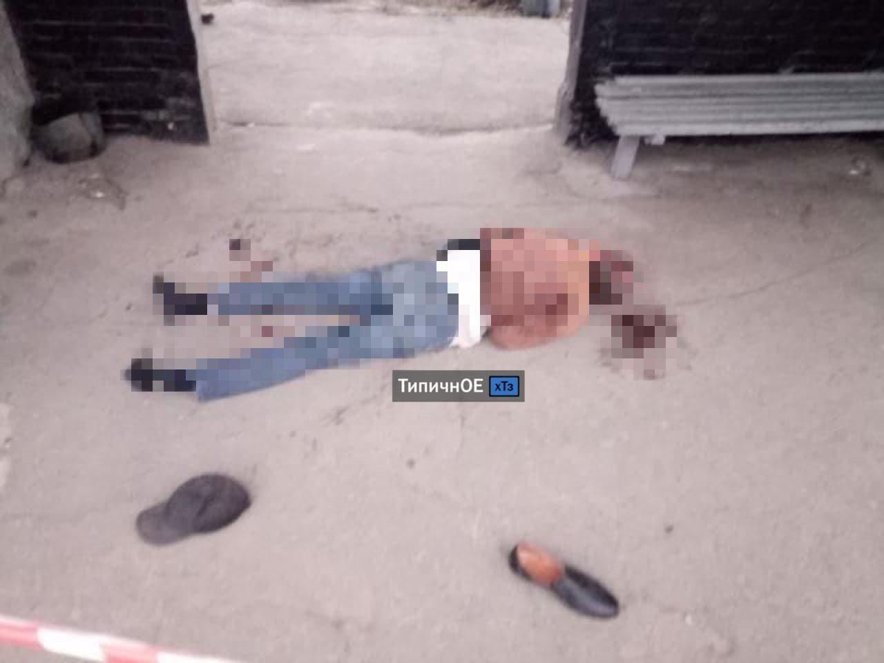 Труп лежал в крови: в Харькове на остановке общественного транспорта нашли мертвого мужчину, - ФОТО, фото-1