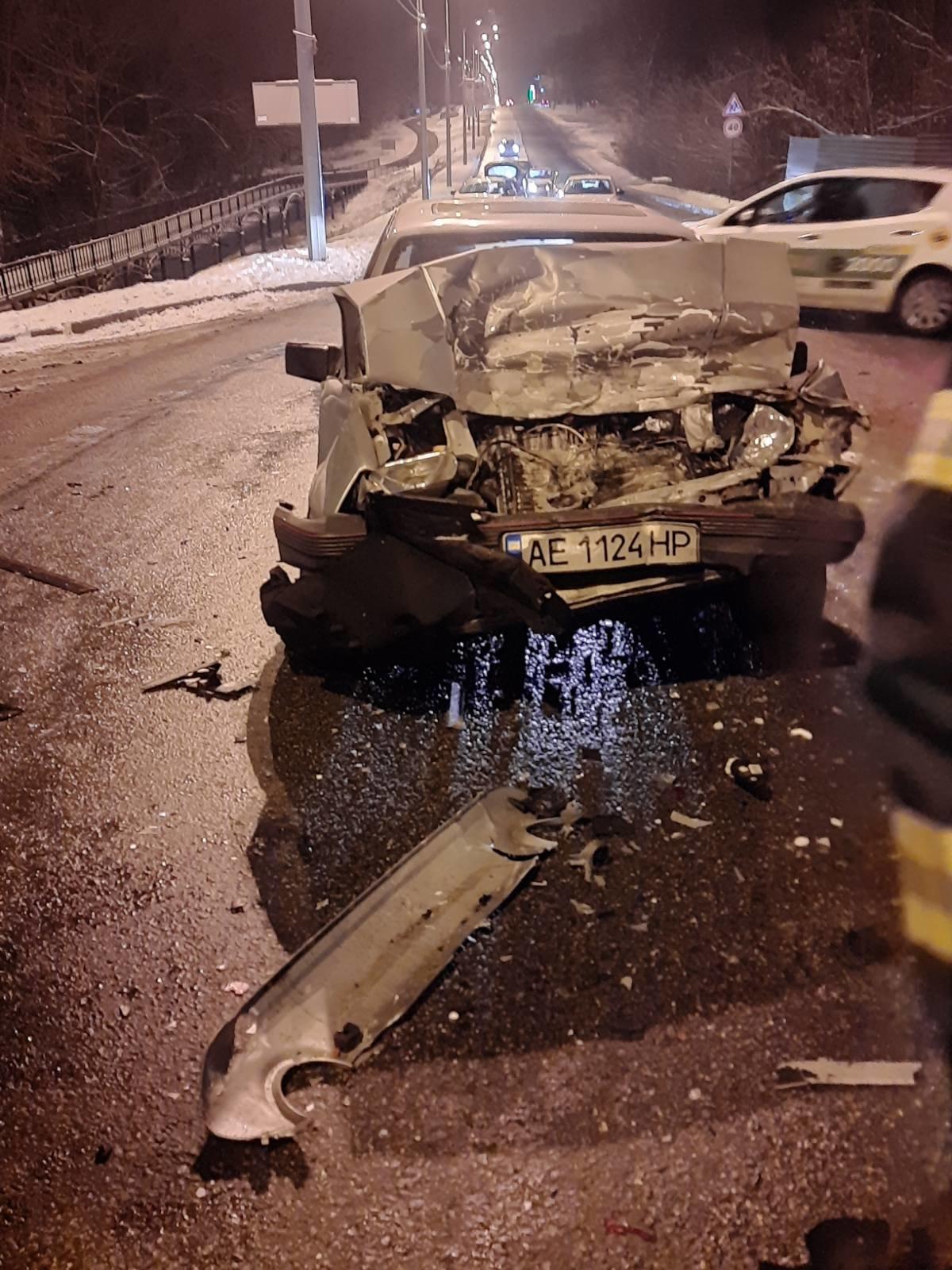 На трассе в Харькове спасатели вытащили авто, слетевшее в кювет, - ФОТО, фото-1