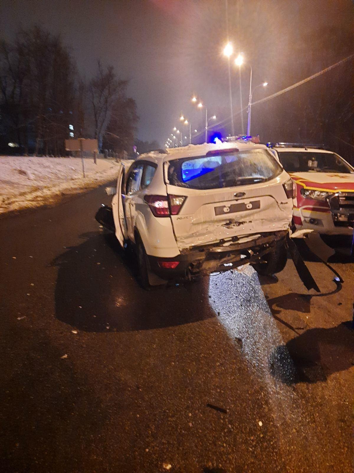 На трассе в Харькове спасатели вытащили авто, слетевшее в кювет, - ФОТО, фото-3