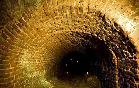 """Тайные катакомбы, открытие гейзера и """"блуждающий"""" памятник: факты, которые могли не знать про ХНУ им. Каразина, фото-4"""