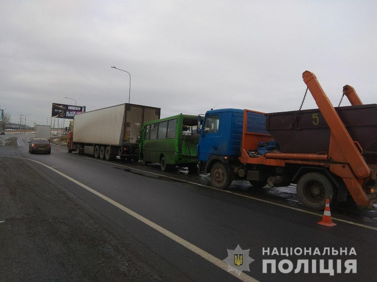 В Харькове столкнулись «паровозиком» два грузовика и пассажирский автобус: один человек в больнице, - ФОТО , фото-1