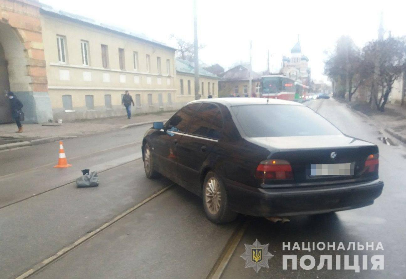 В Харькове автомобиль «BMW» насмерть «снес» женщину, переходившую дорогу по «зебре», - ФОТО, фото-1