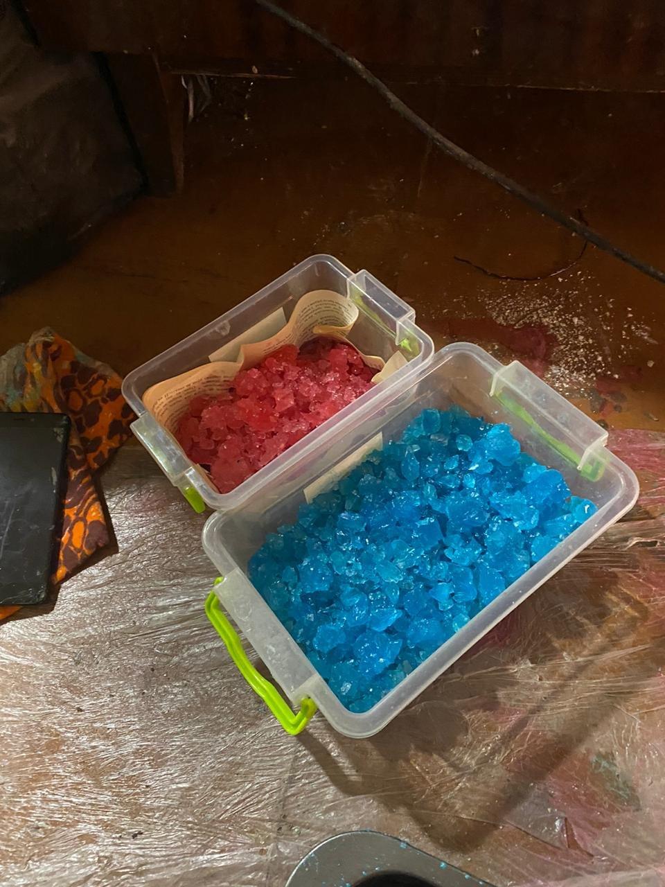 На Харьковщине двое местных жителей в доме готовили наркотики и хранили полтора килограмма «психотропов», - ФОТО  , фото-4