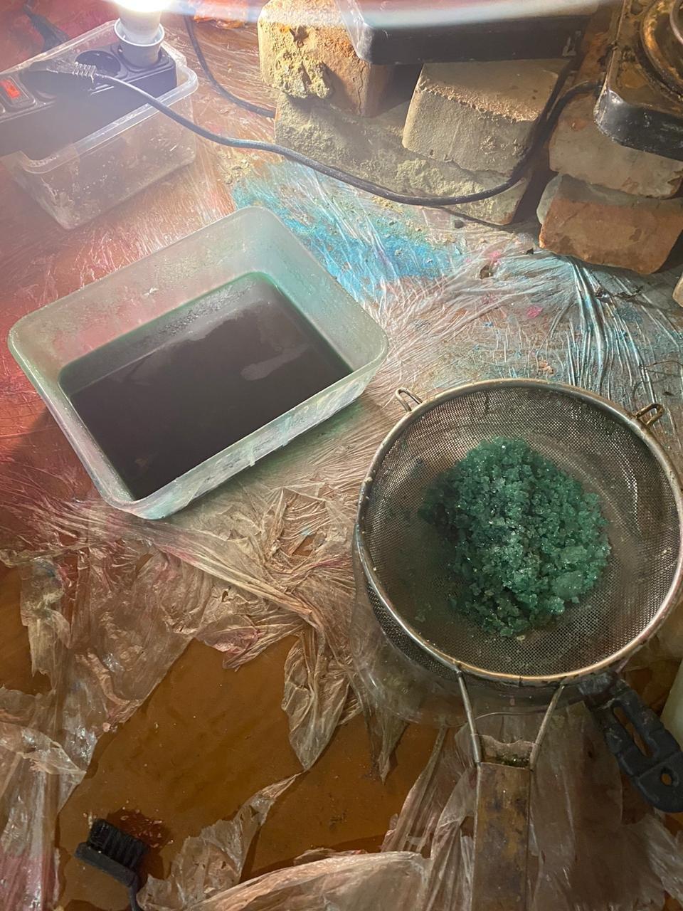 На Харьковщине двое местных жителей в доме готовили наркотики и хранили полтора килограмма «психотропов», - ФОТО  , фото-5