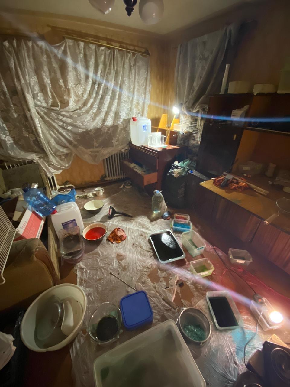 На Харьковщине двое местных жителей в доме готовили наркотики и хранили полтора килограмма «психотропов», - ФОТО  , фото-2