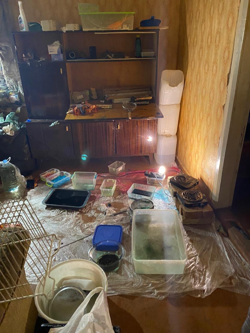 На Харьковщине двое местных жителей в доме готовили наркотики и хранили полтора килограмма «психотропов», - ФОТО  , фото-3