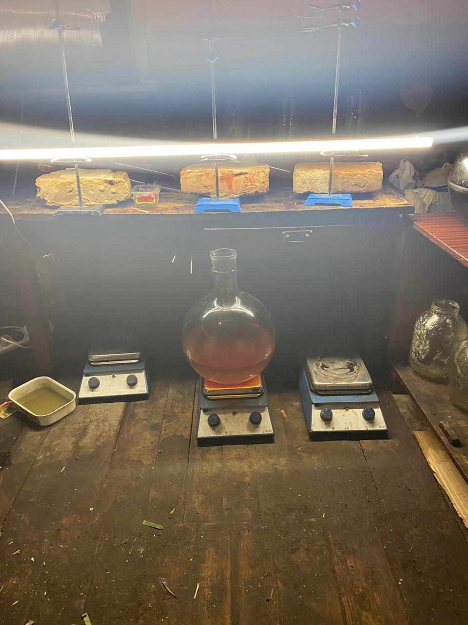 На Харьковщине двое местных жителей в доме готовили наркотики и хранили полтора килограмма «психотропов», - ФОТО  , фото-1