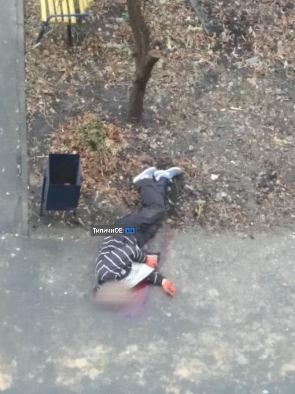 На ХТЗ рабочий упал с крыши дома и разбился насмерть, - ФОТО 18+, фото-1