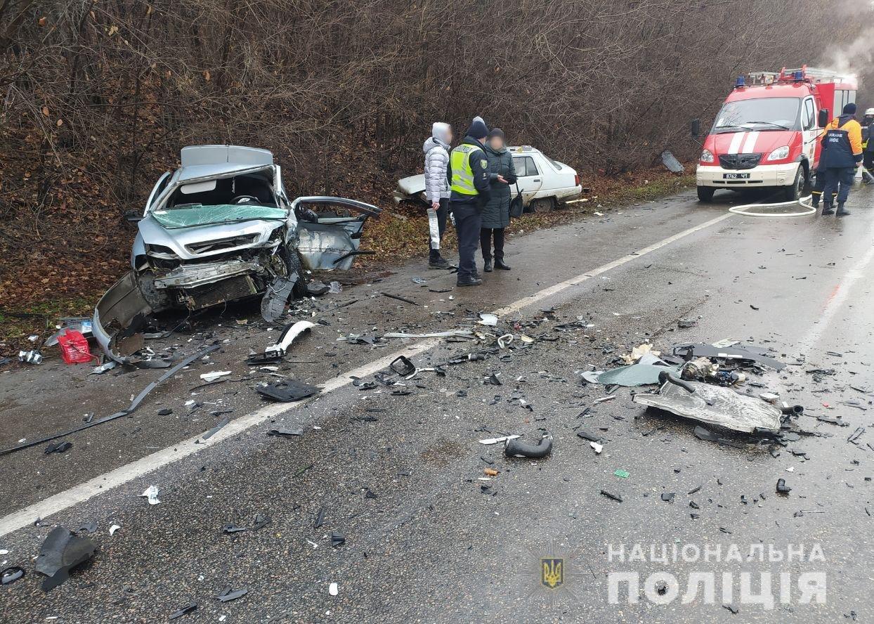 """Крупное ДТП на окружной: водитель """"Volkswagen"""" выехал на """"встречку"""" и протаранил """"Mitsubishi"""", - ФОТО, фото-1"""