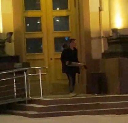 В Харькове будут судить 19-летнего парня, разгромившего двери ХОГА, - ФОТО, фото-1