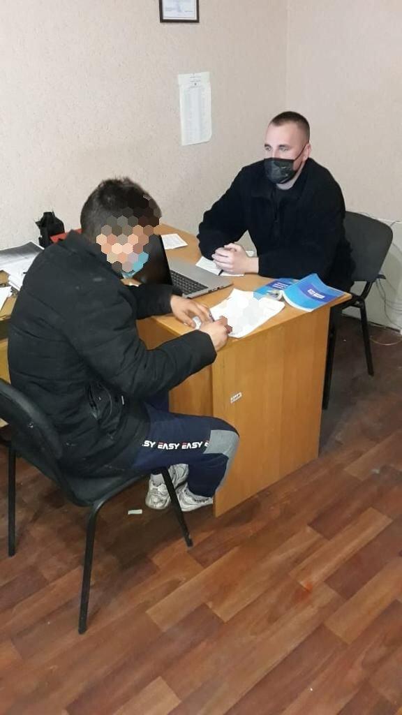В Харькове будут судить 19-летнего парня, разгромившего двери ХОГА, - ФОТО, фото-2