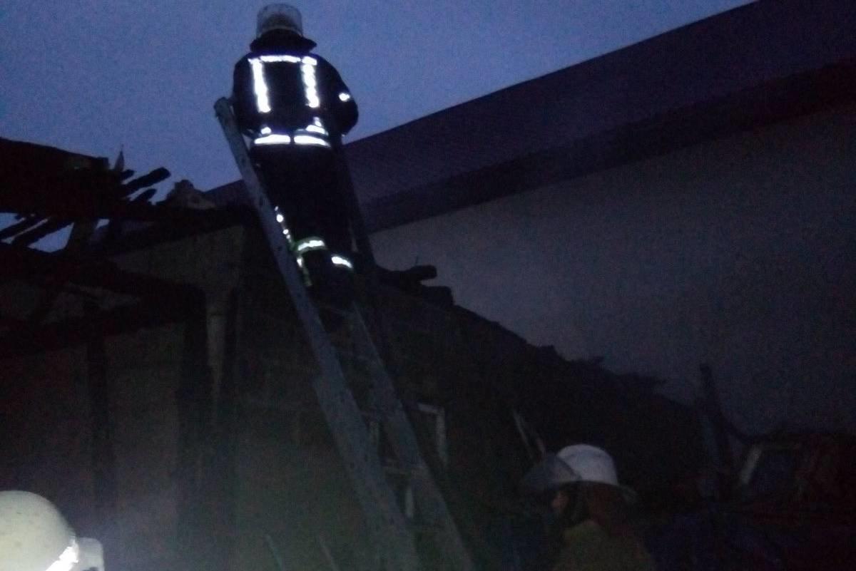 «Вся домашняя птица сгорела в огне»: на Харьковщине загорелась территория частного дома, - ФОТО , фото-1