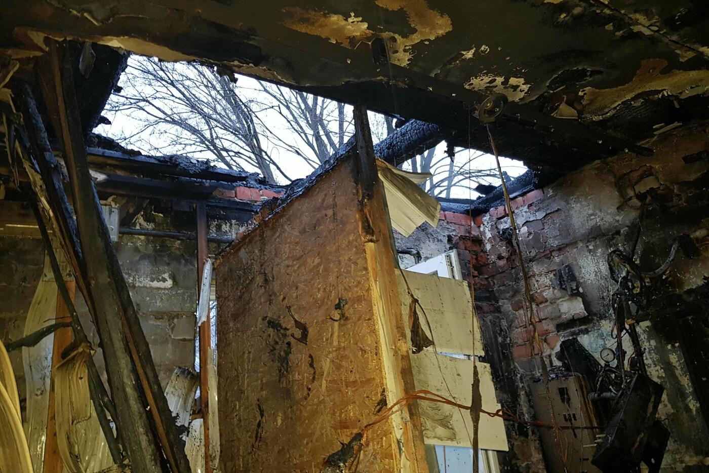 Под Харьковом спасатели тушили масштабный пожар в магазине, который загорелся из-за короткого замыкания, - ФОТО, фото-4