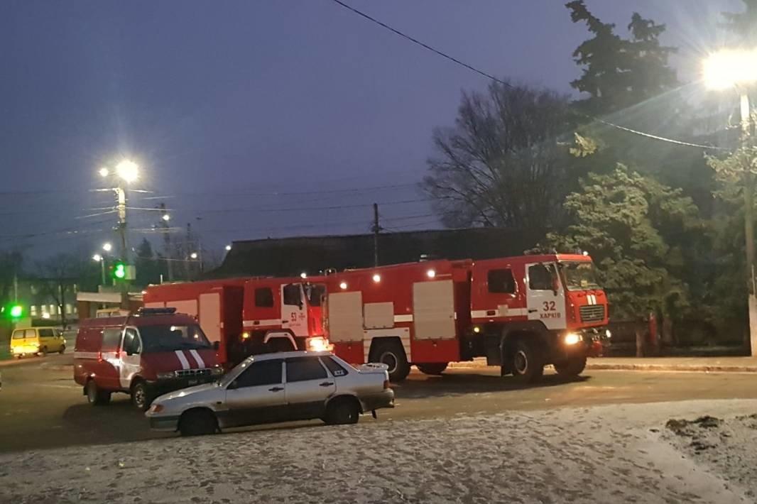Под Харьковом спасатели тушили масштабный пожар в магазине, который загорелся из-за короткого замыкания, - ФОТО, фото-1