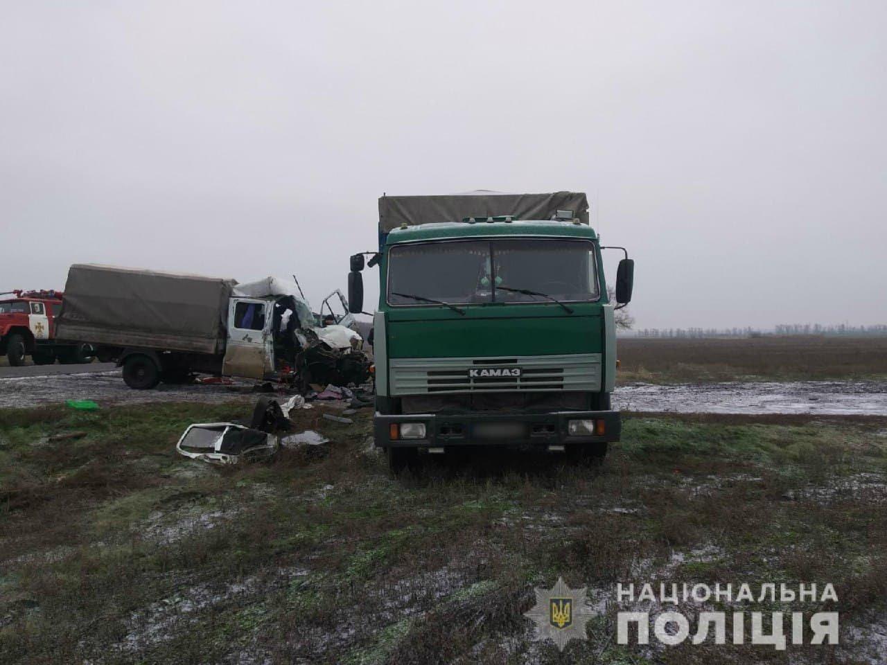На трассе в Харьковской области столкнулись грузовики: от удара одну из машин смяло, есть пострадавший, - ФОТО, фото-3
