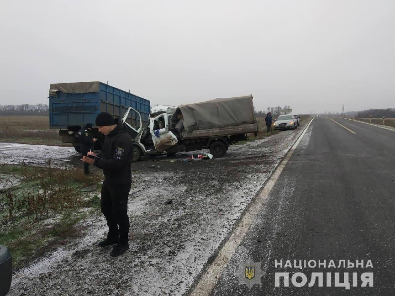 На трассе в Харьковской области столкнулись грузовики: от удара одну из машин смяло, есть пострадавший, - ФОТО, фото-2