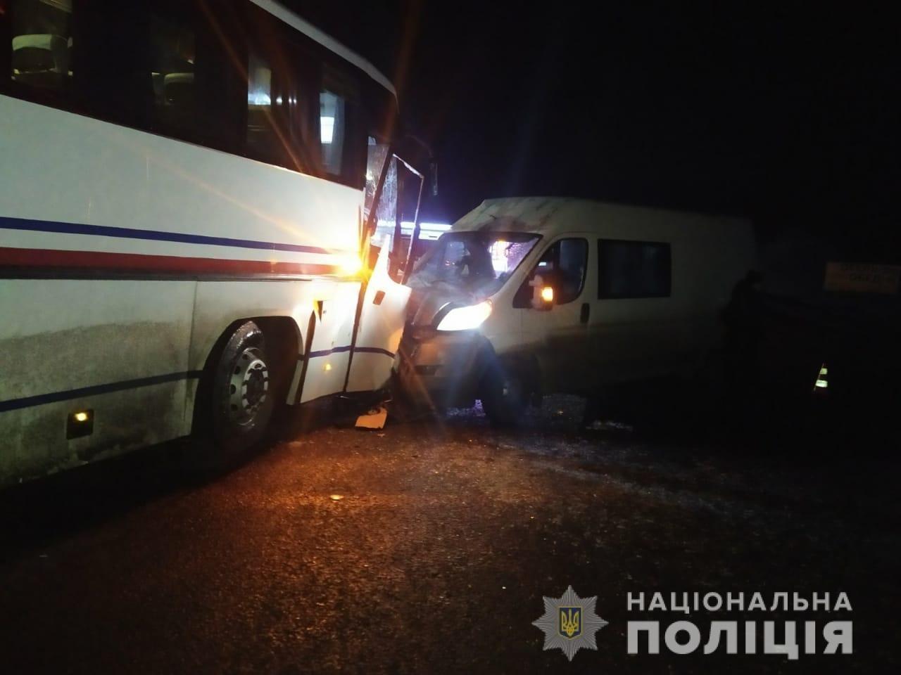На Харьковщине микроавтобус «влетел» в рейсовый автобус: пять человек в больнице, - ФОТО, фото-1