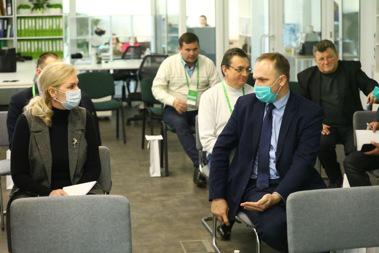 Для новоизбранных глав общин Харьковской области от «Слуг Народа» провели обучение онлайн, фото-4