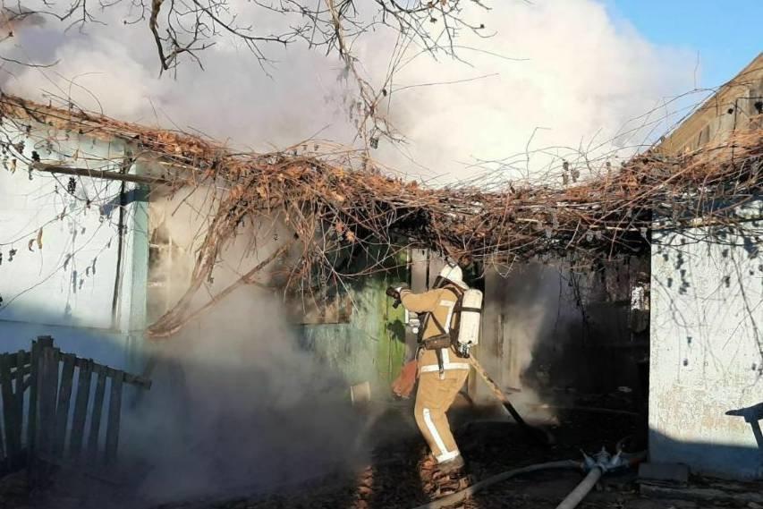 «Спасатели нашли труп мужчины в очаге пожара»: под Харьковом загорелся частный дом, - ФОТО, фото-1