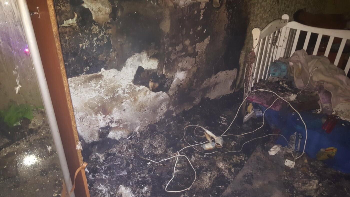 В Харькове спасатели тушили пожар в квартире, которая загорелась из-за короткого замыкания, - ФОТО, фото-1