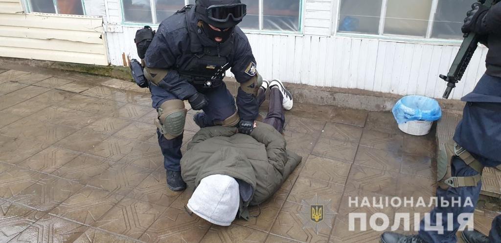 Накрыл труп одеялом и сбежал: на Харьковщине рецидивист чугунным котлом забил насмерть мужчину, - ФОТО, фото-1