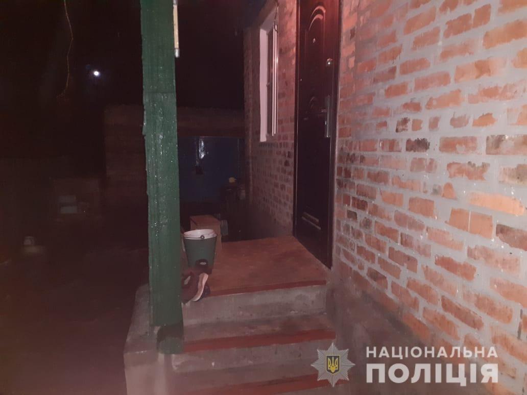 «На крики женщины прибежали соседи»: в Харьковской области мужчина проник в дом пенсионерки и угрожал ей ножом, - ФОТО, фото-1