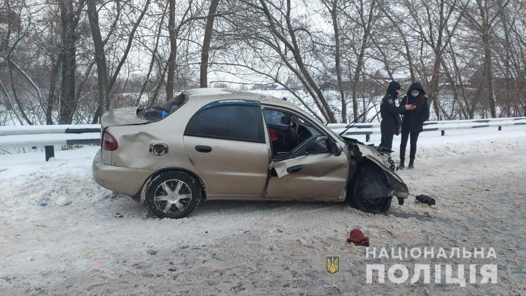 Два трупа и пострадавшая беременная женщина: на Харьковщине легковой автомобиль «влетел» под фуру, - ФОТО, фото-2