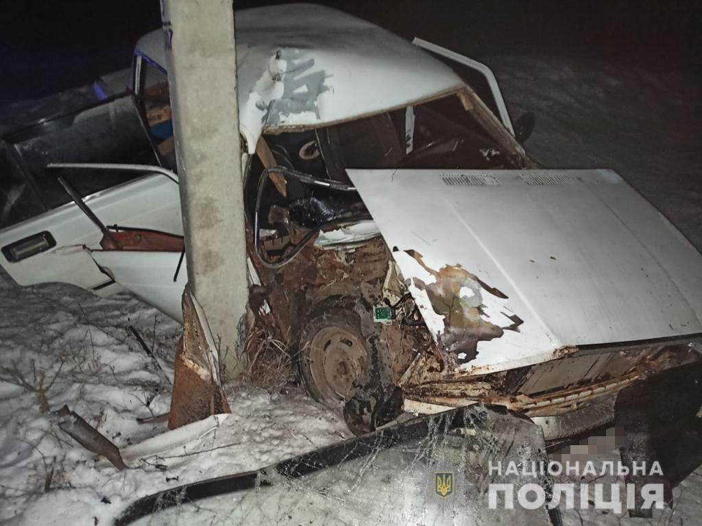 На Харьковщине пьяный водитель легкового авто «влетел» в столб: от удара машину смяло, погибла беременная женщина, - ФОТО, фото-1