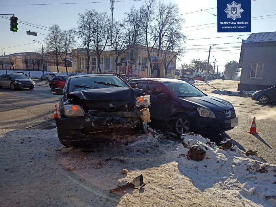 В Харькове столкнулись два легковых автомобиля: пострадали водитель и пассажир, - ФОТО, фото-1