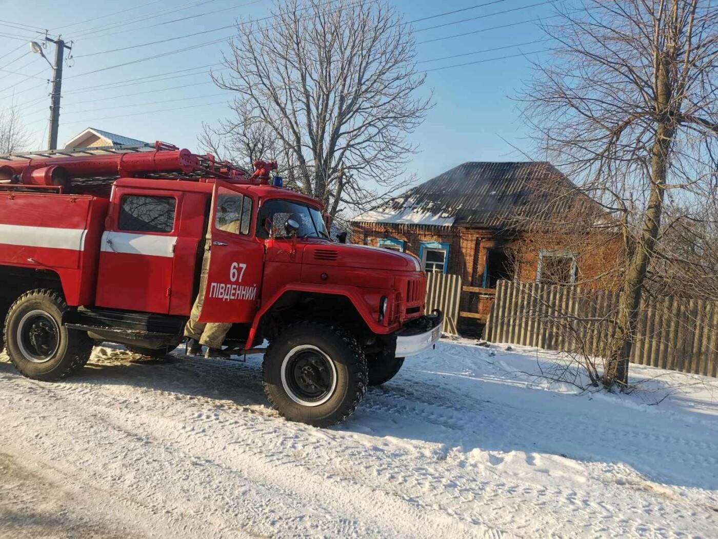 Под Харьковом спасатели несколько часов тушили пожар в частном доме: есть погибший, - ФОТО, фото-1