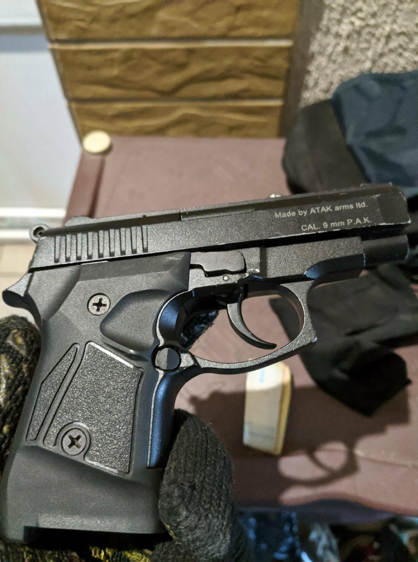 Под Харьковом двоих местных жителей могут осудить на 12 лет за продажу наркотиков и хранение оружия, - ФОТО, фото-1