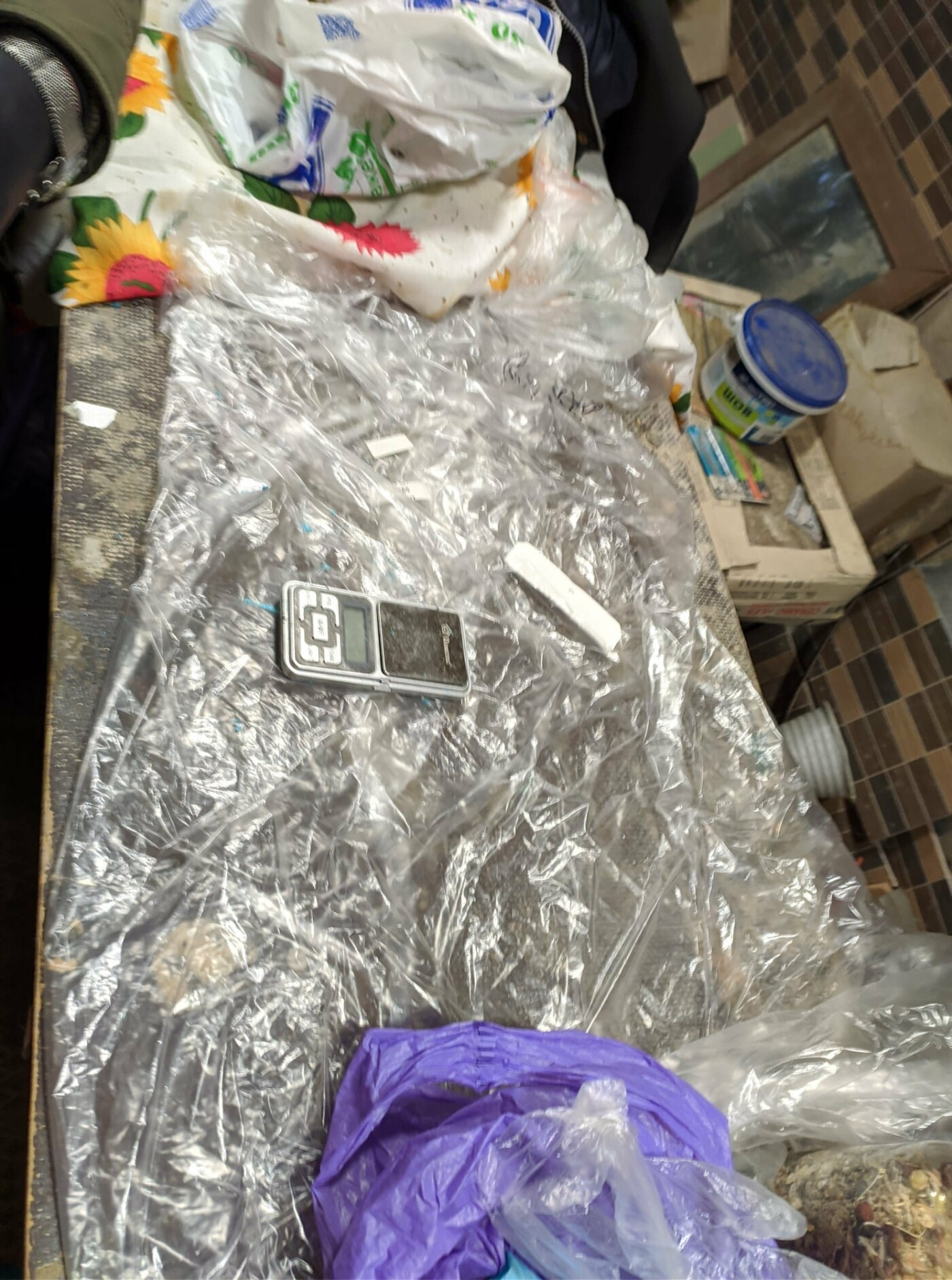 Под Харьковом двоих местных жителей могут осудить на 12 лет за продажу наркотиков и хранение оружия, - ФОТО, фото-4