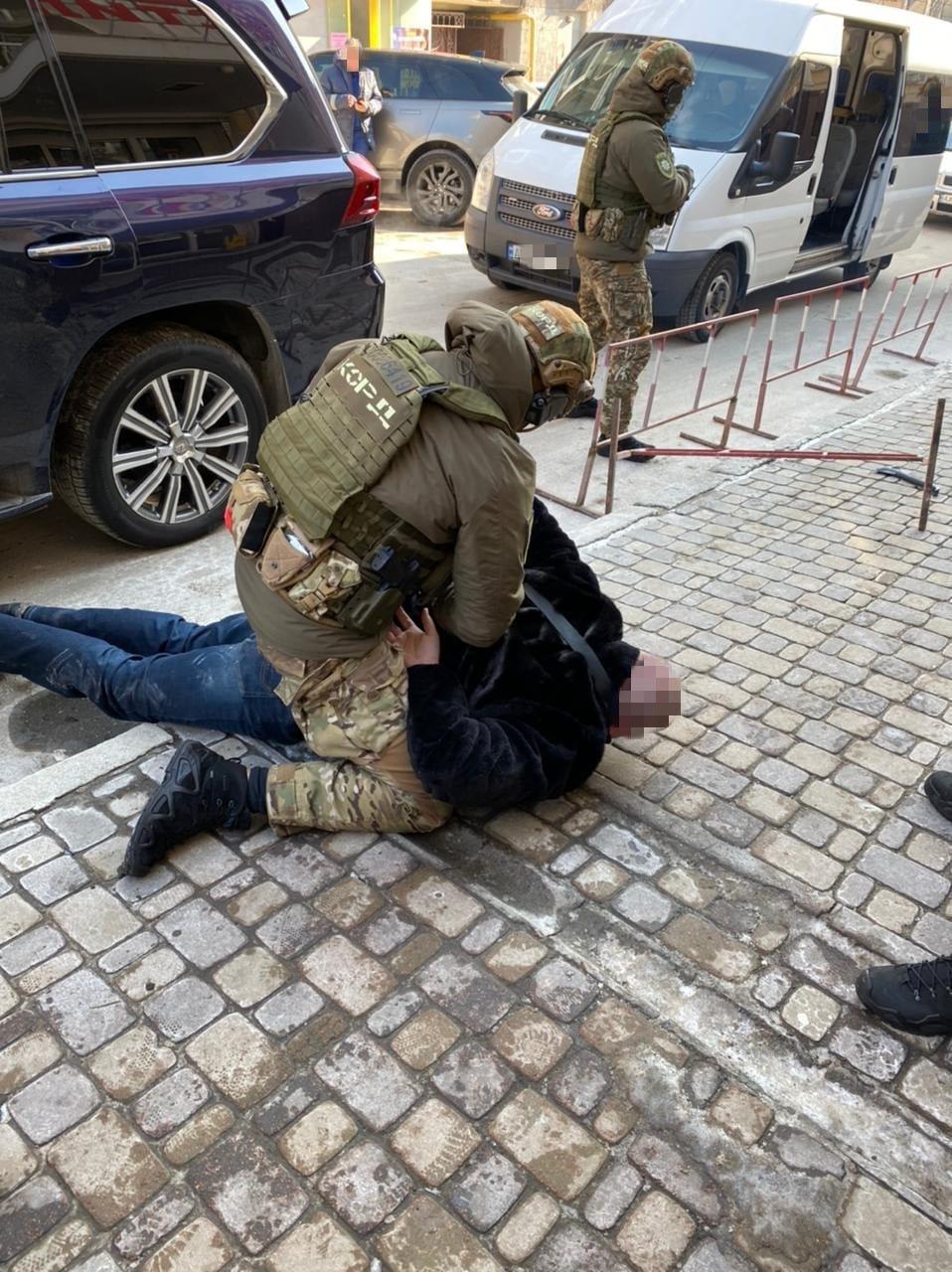 Терроризировали бизнесмена и подожгли машину пограничника: в Харькове арестовали четырех членов ОПГ, - ФОТО, фото-1