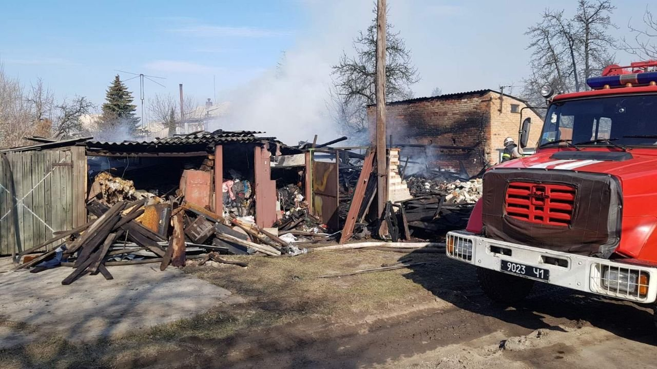 На Харьковщине на территории частного дома загорелся гараж, - ФОТО, фото-1