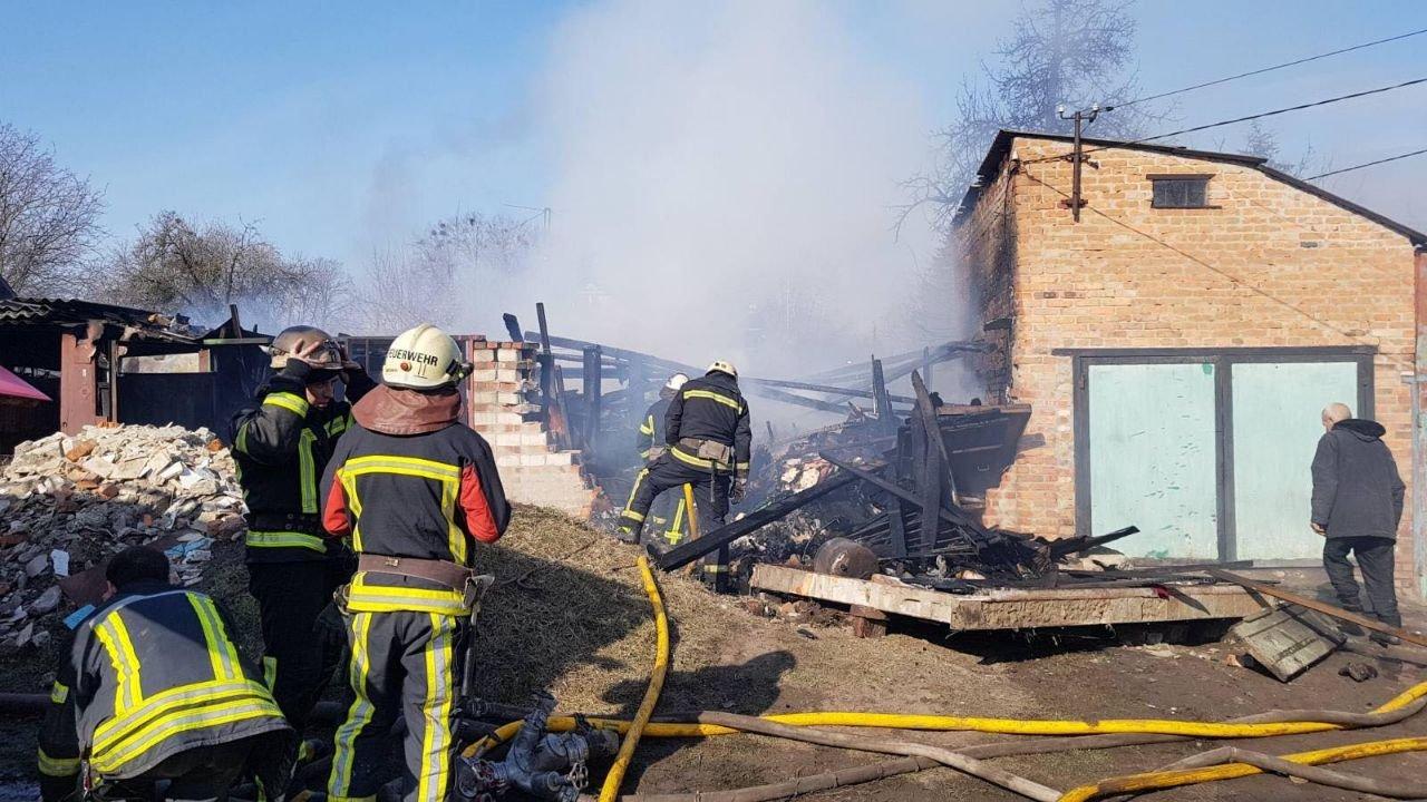 На Харьковщине на территории частного дома загорелся гараж, - ФОТО, фото-2