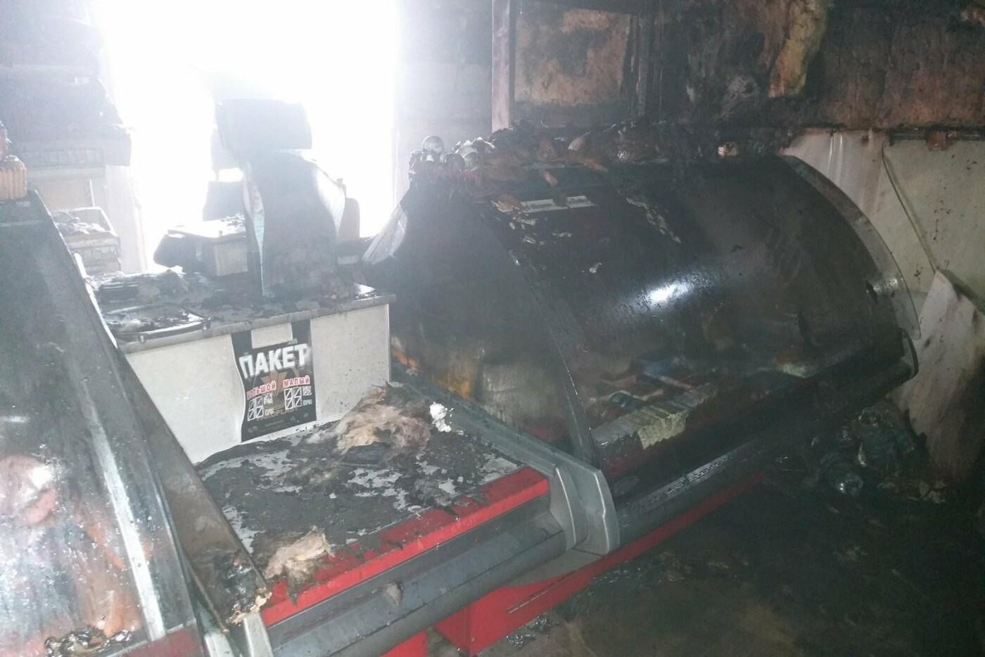 Загорелся из-за короткого замыкания электропроводки: в Харькове спасатели тушили пожар в продуктовом киоске, - ФОТО, фото-2