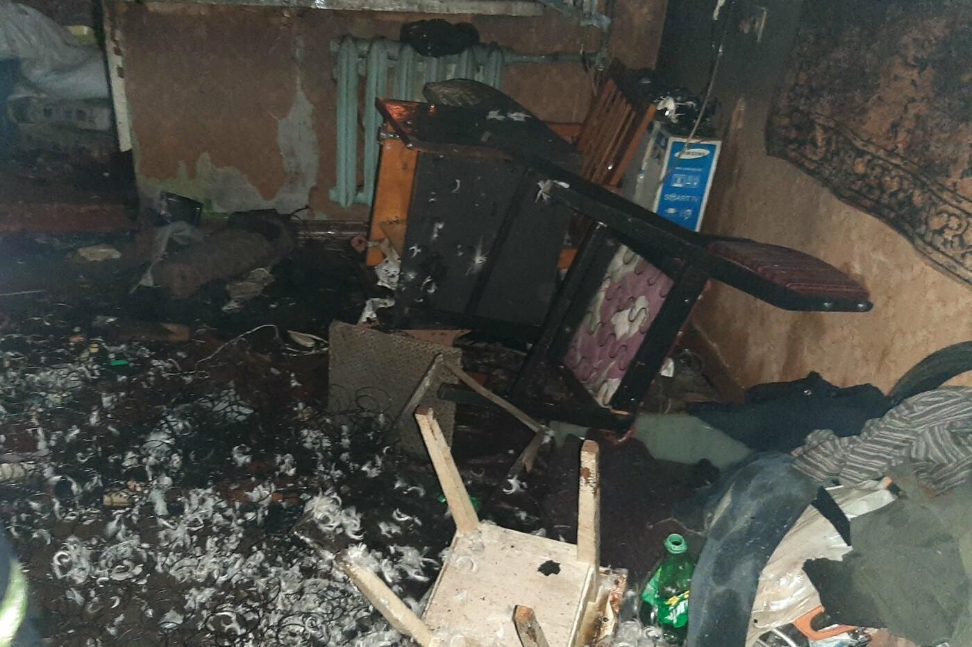 В Харькове загорелся пятиэтажный дом: спасатели эвакуировали пять человек, есть пострадавший, - ФОТО, фото-3