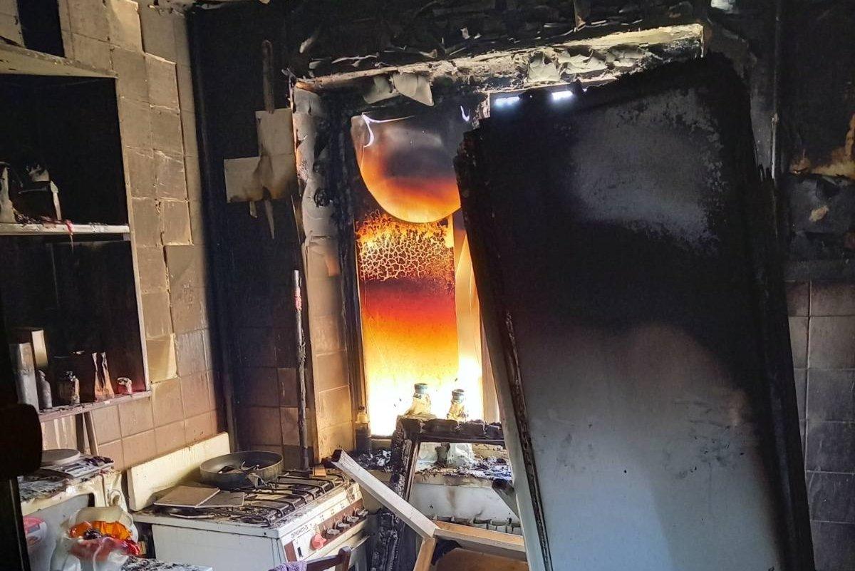В Харькове из горящей «пятиэтажки» спасатели эвакуировали пять жителей дома, - ФОТО, ВИДЕО, фото-1