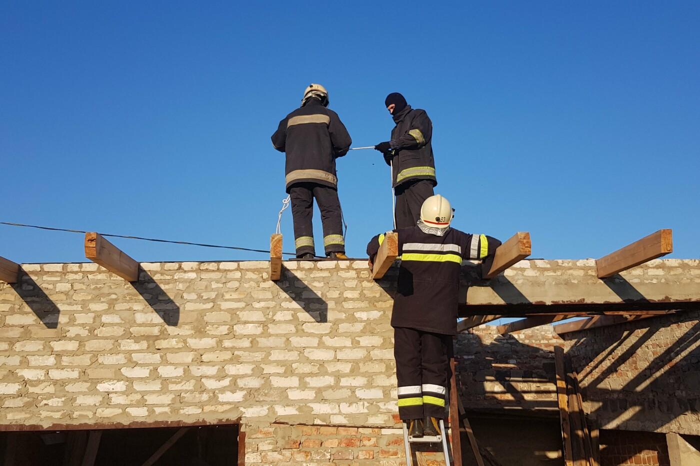 Занимался ремонтом: под Харьковом на крыше гаража нашли труп мужчины, - ФОТО, фото-2