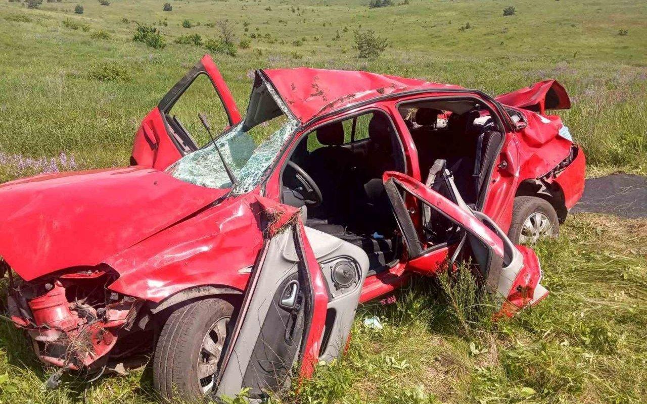 "На Харьковщине ""Renault Symbol"" слетел в кювет: водителя зажало в салоне, - ФОТО, фото-2"