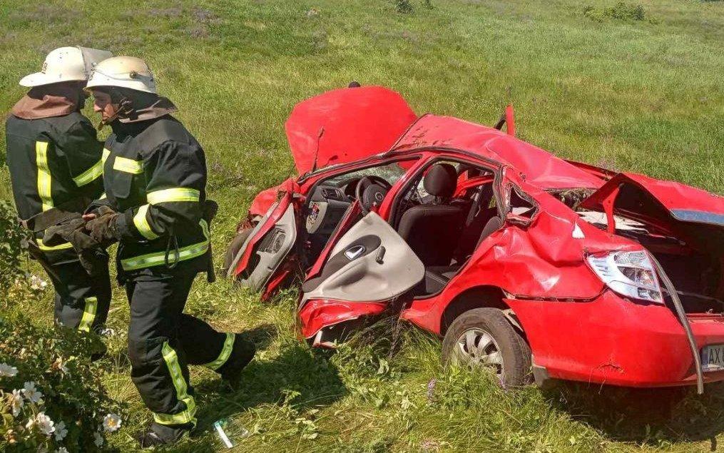"На Харьковщине ""Renault Symbol"" слетел в кювет: водителя зажало в салоне, - ФОТО, фото-1"