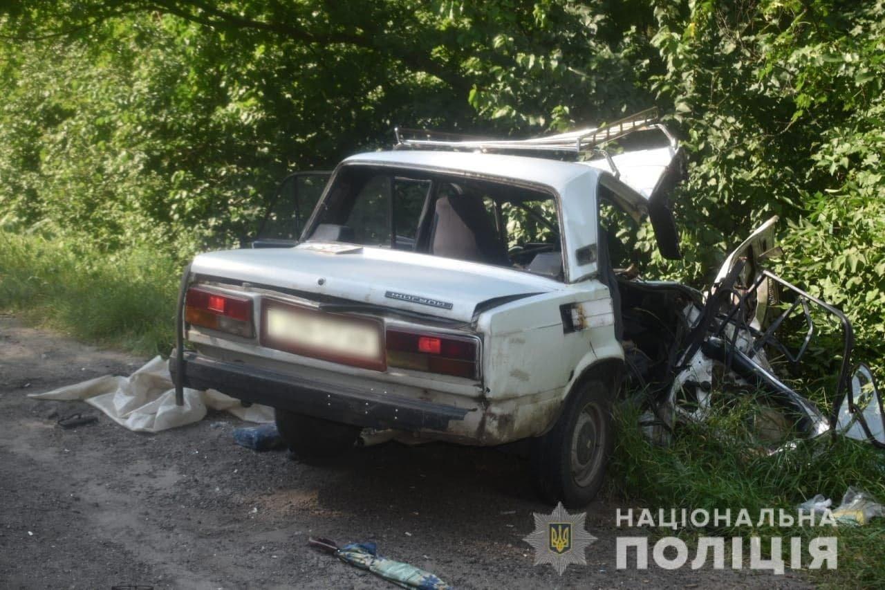 На Окружной дороге Харькова по «встречке» столкнулись легковое авто и грузовик: машину разорвало, есть пострадавший, - ФОТО, фото-2