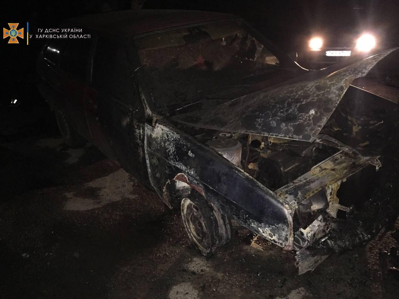 Ночью на Алексеевке подожгли два авто, - ФОТО, фото-1