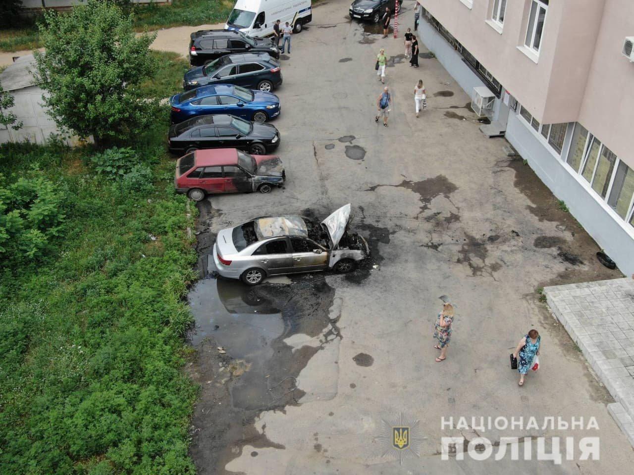 Поджог авто на Алексеевке: полиция открыла уголовное производство, - ФОТО, фото-1